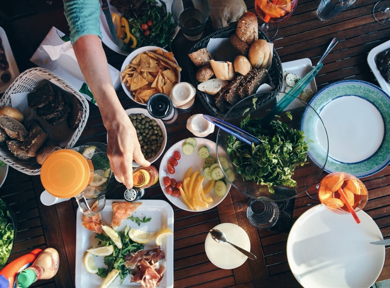 foodiesfeed.com_summer-barbeque-feast.jpg
